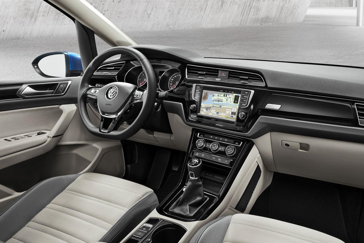 noleggio Volkswagen Touran interni