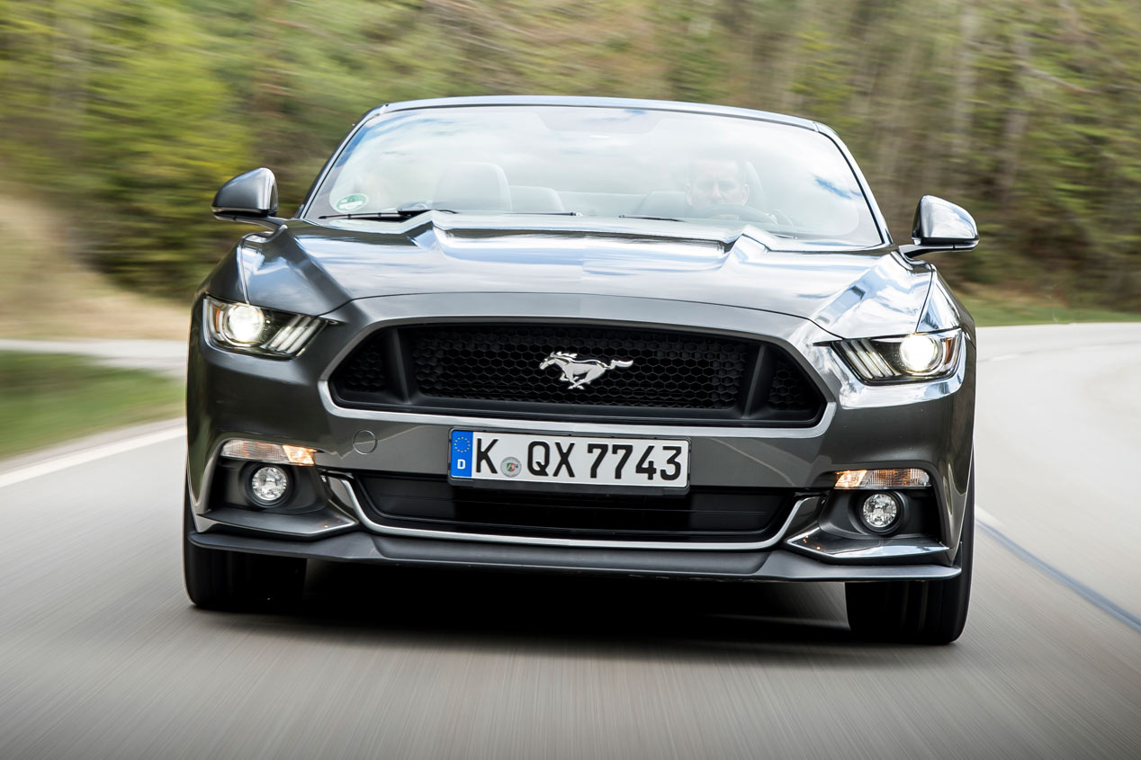 Contacto: Ford Mustang Convertible 2015