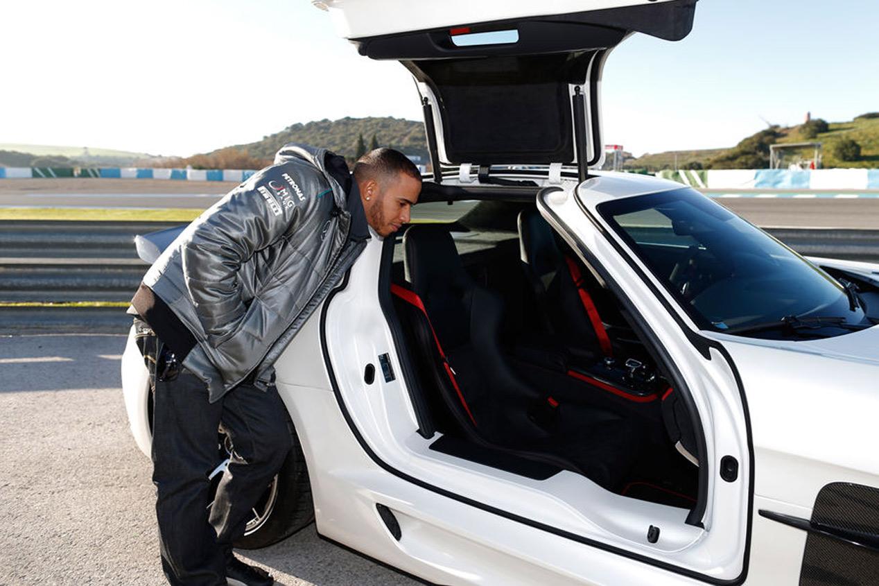 El harén de superdeportivos de Lewis Hamilton