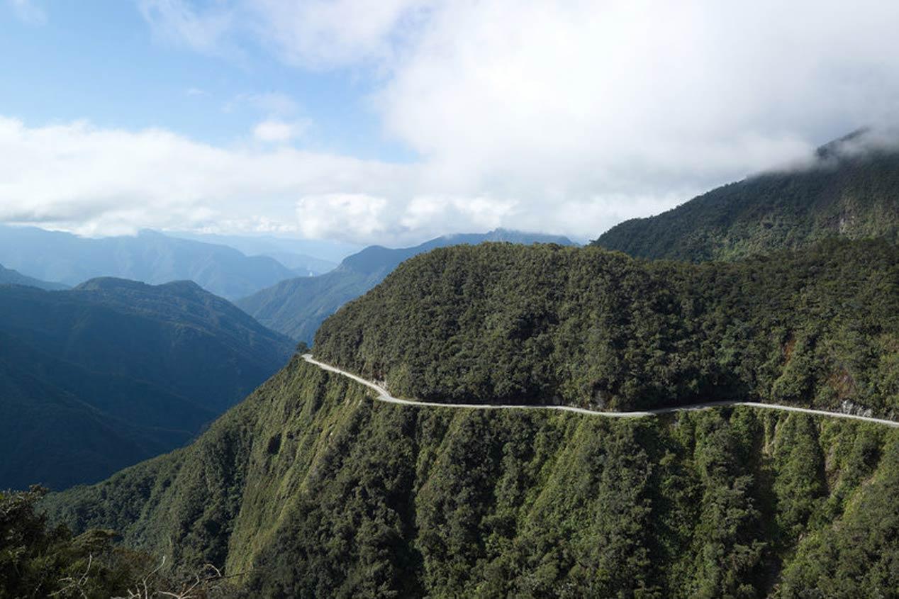 Carretera Nueva a los Yungas (Bolivia)