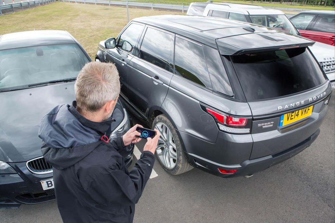 El Land Rover que se conduce desde el móvil