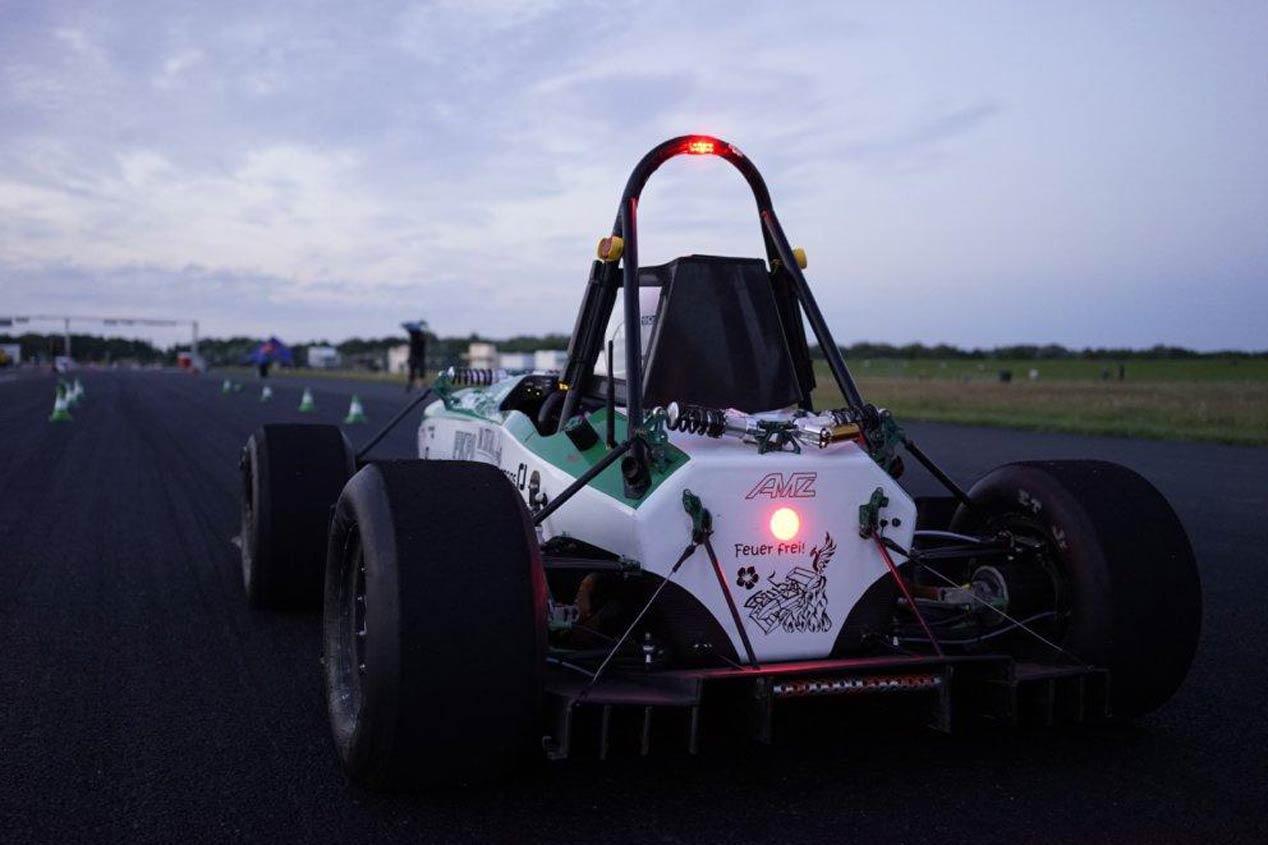 De 0 a 100 km/h en 1,779 segundos, acelera como un rayo