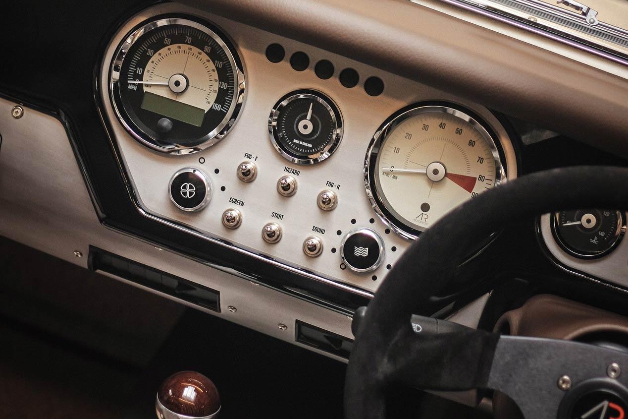 Morgan AR Plus 4, deportivo retro y artesanal