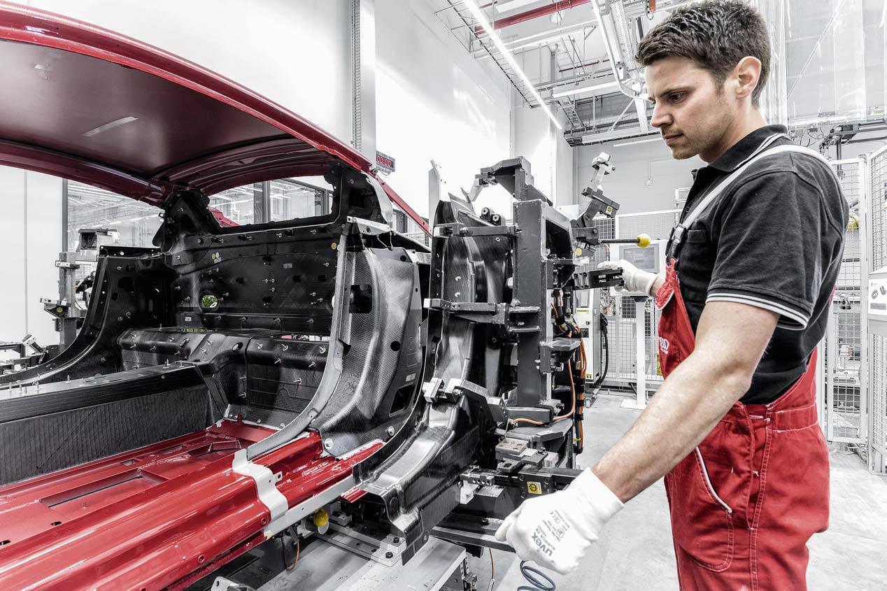 Así se fabrica un superdeportivo, así se hace el Audi R8