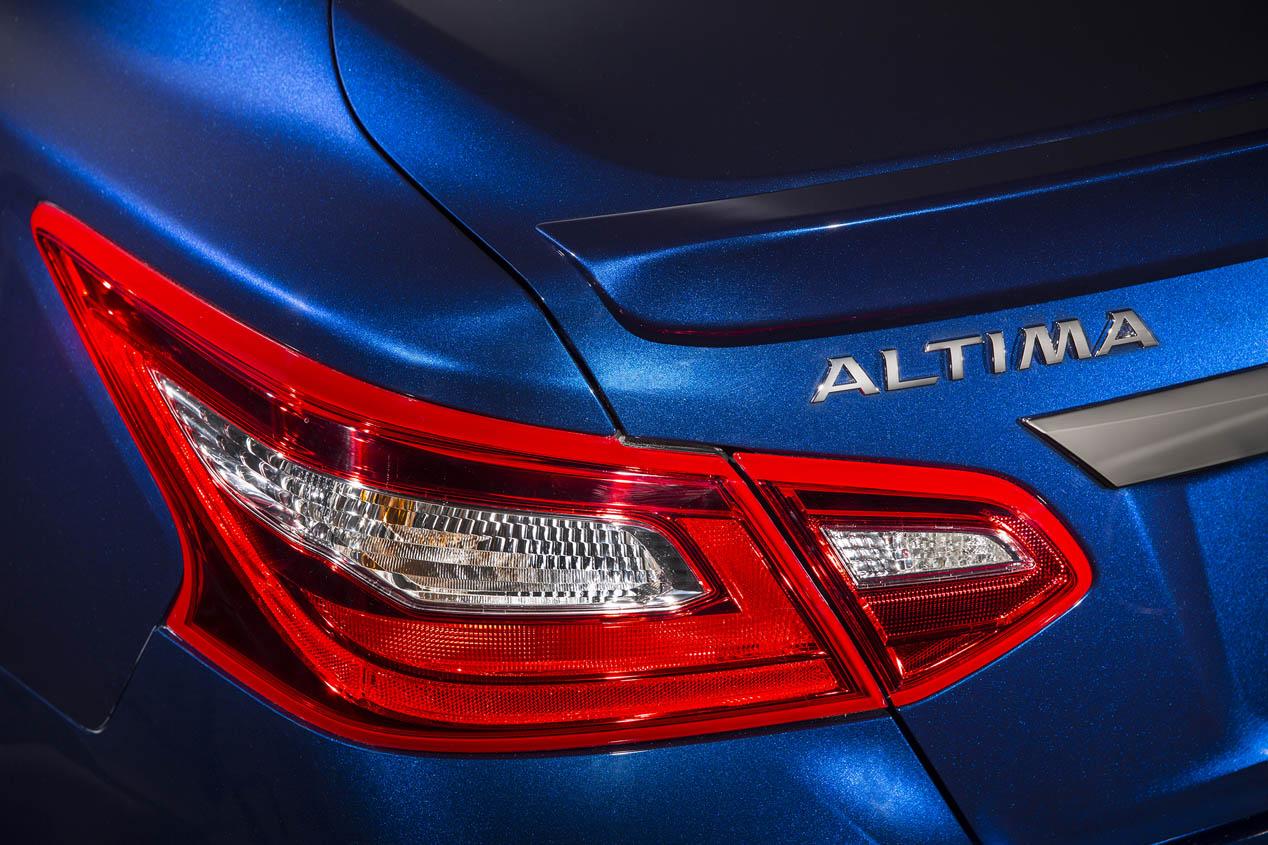 Nissan Altima 2016, nuevo lavado de cara
