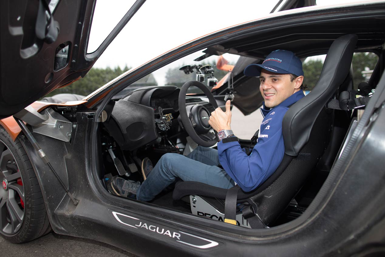 Felipe Massa conduce el Jaguar C-X75 villano de James Bond Spectre
