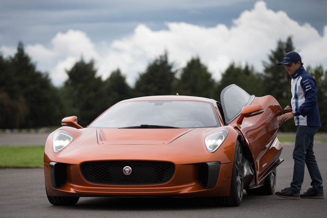Felipe Massa conduce el Jaguar C-X75 villano de James Bond Spectre