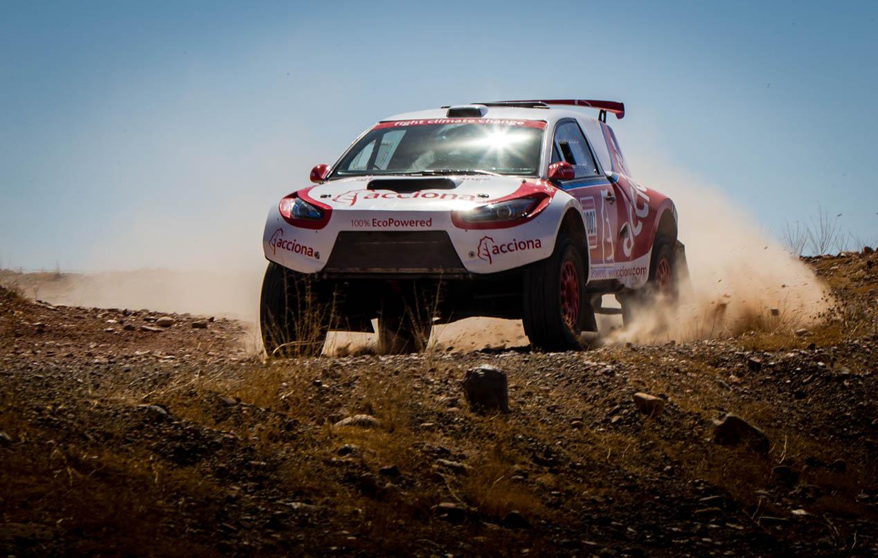 El coche eléctrico de Acciona para el Dakar 2016