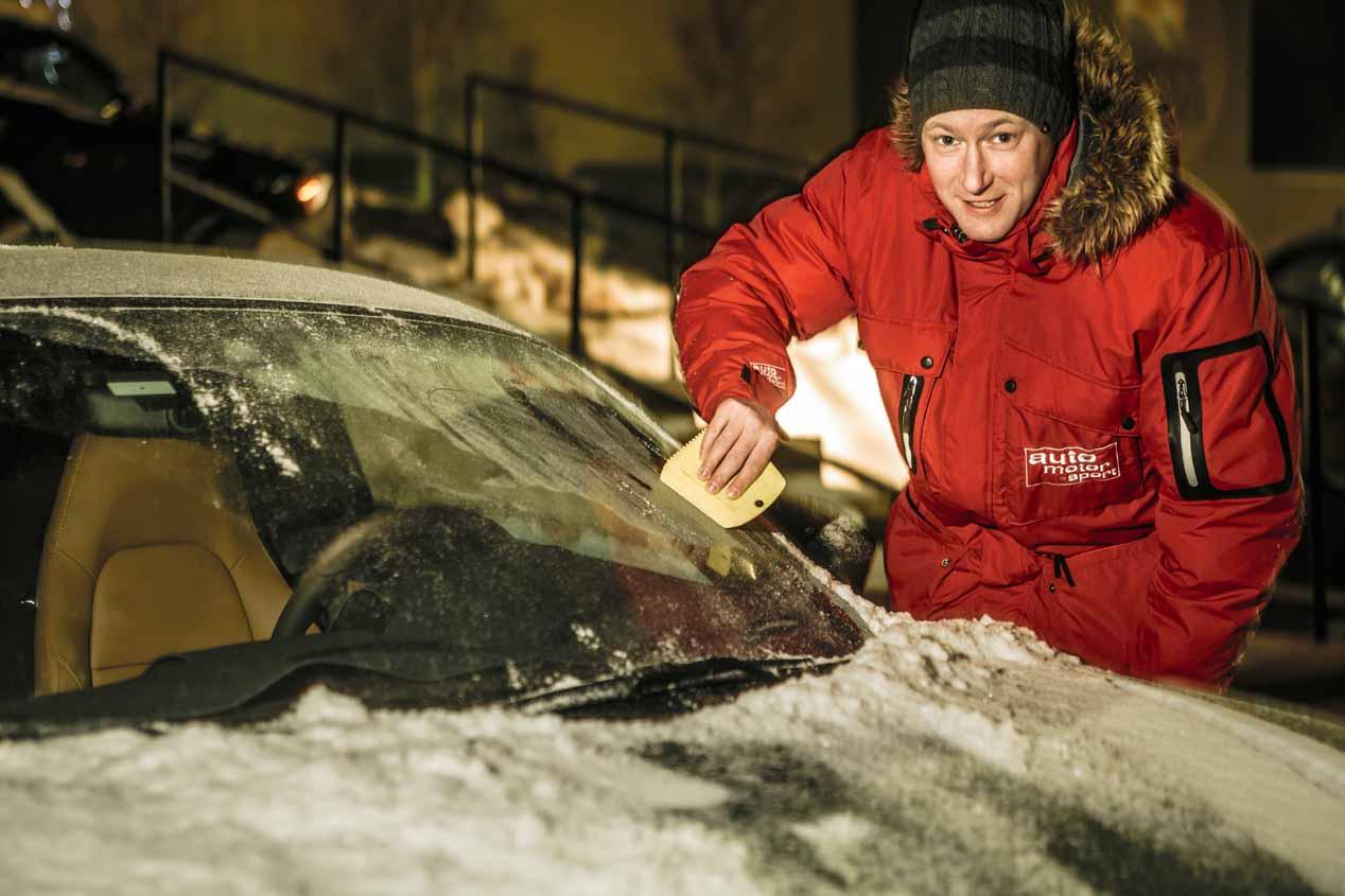 Quitando hielo en el nuevo Porsche 718 Boxster