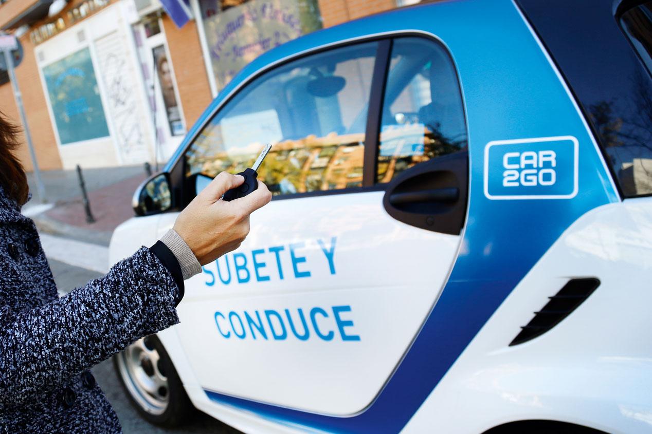 Coche compartido eléctrico en Madrid, de la empresa Car2go (Daimler)