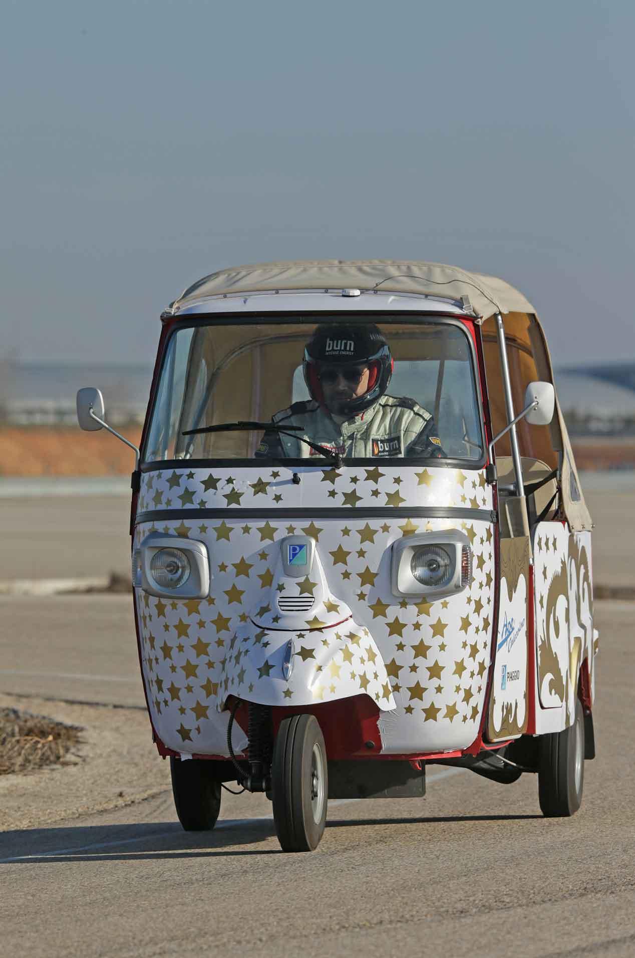 Probamos el Ape Calessino 200, ¡Vaya motocarro!
