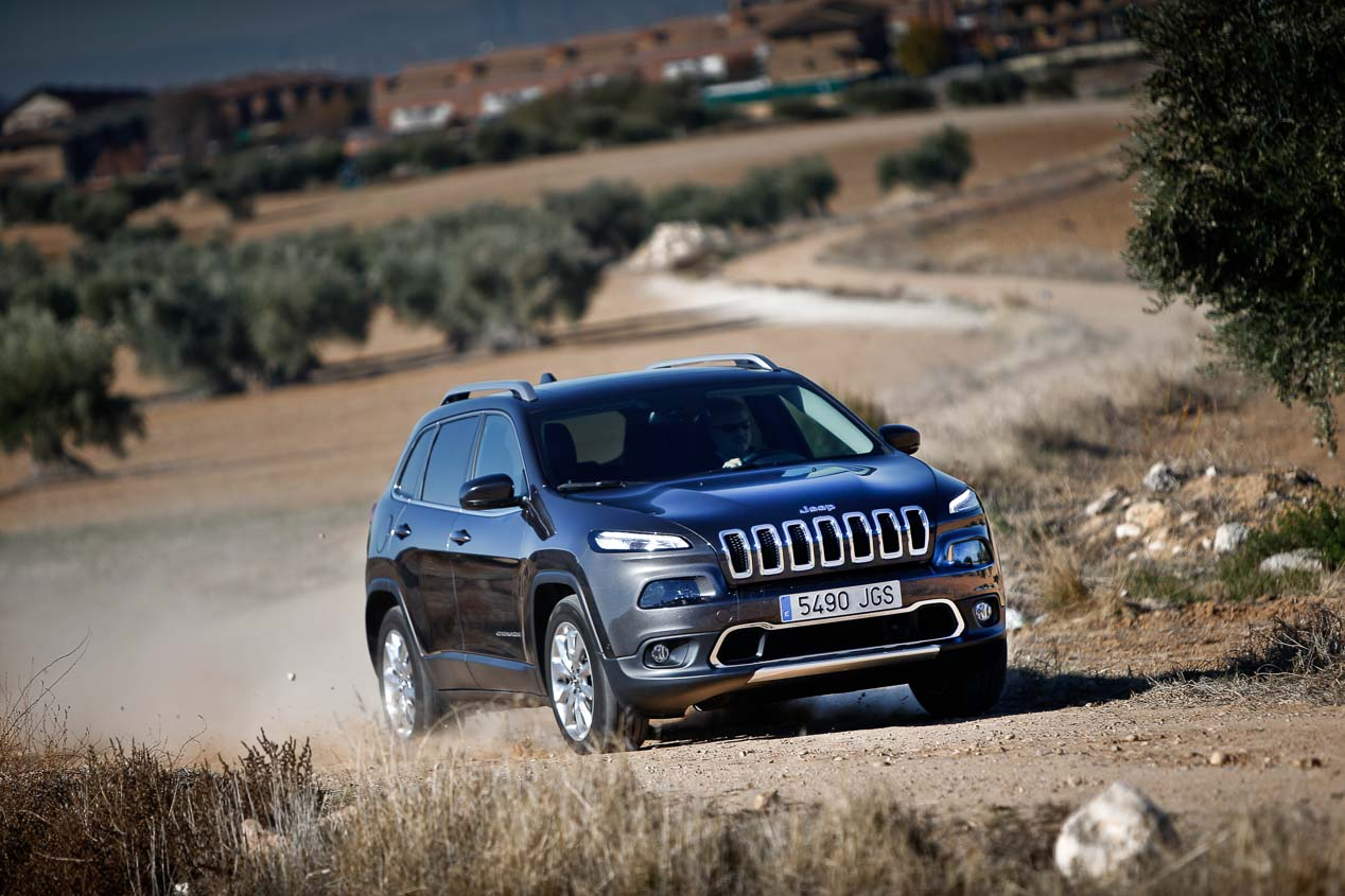 jeep cherokee vs bmw x3 comparative review 2014 jeep cherokee forums. Black Bedroom Furniture Sets. Home Design Ideas