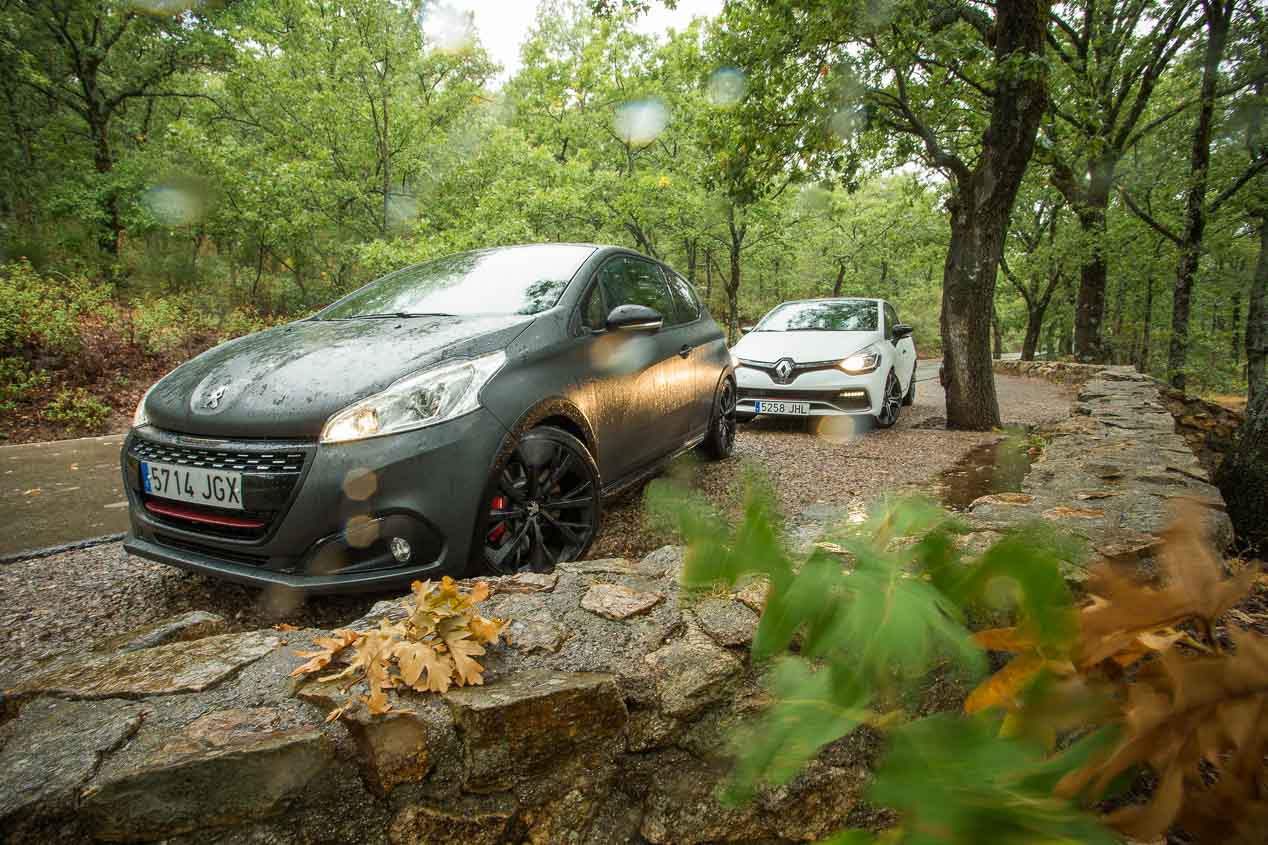 Comparativa Peugeot 208 GTi by PS vs Renault Clio RS Trophy