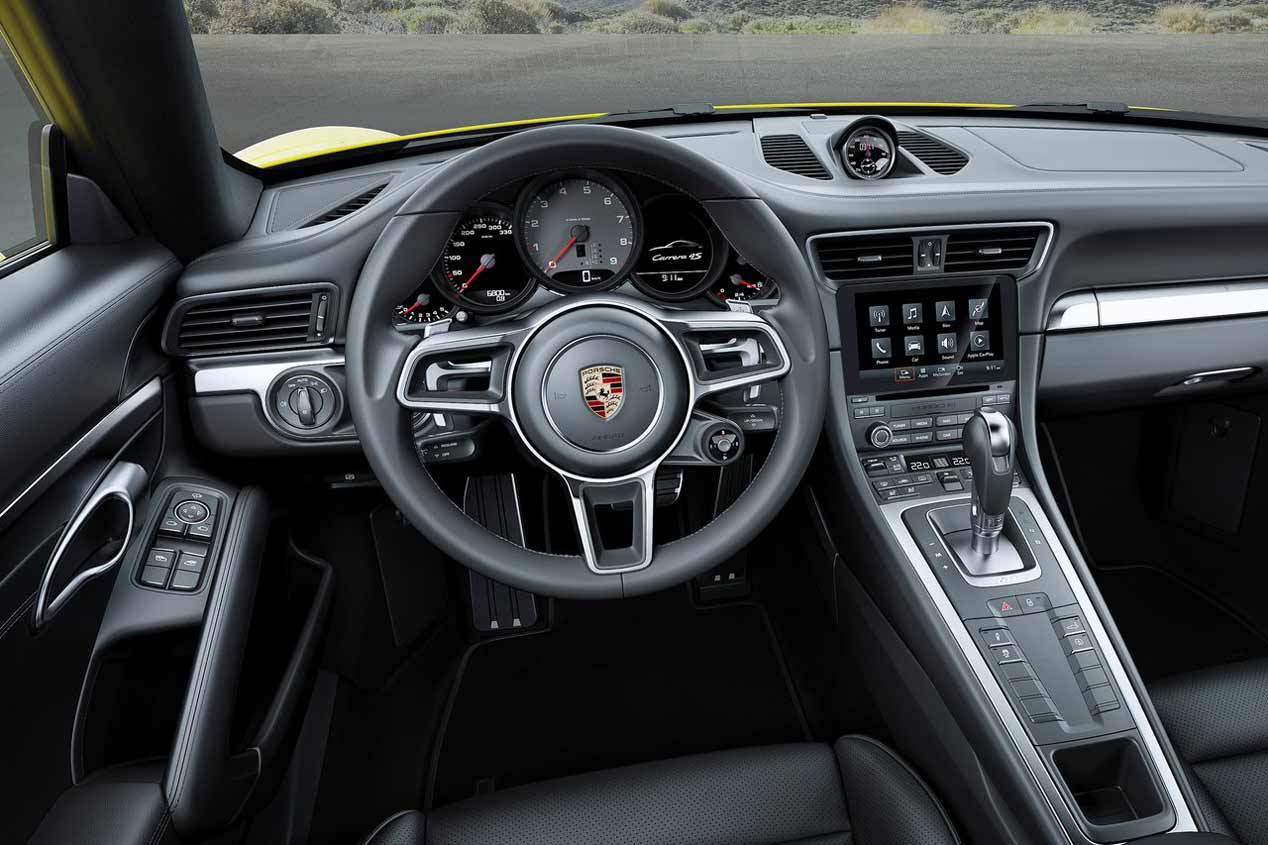 Porsche 911 Carrera 4 2016 interior