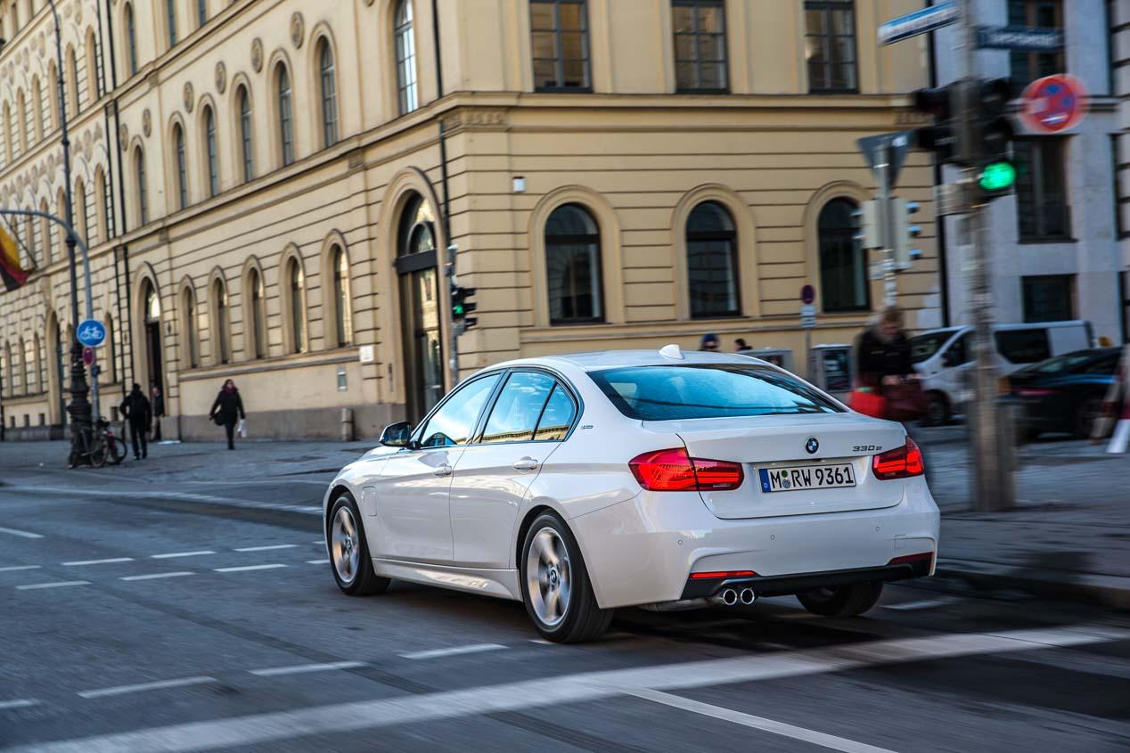 BMW 330e: el nuevo híbrido de la Serie 3 ahora con autonomía puramente eléctrica