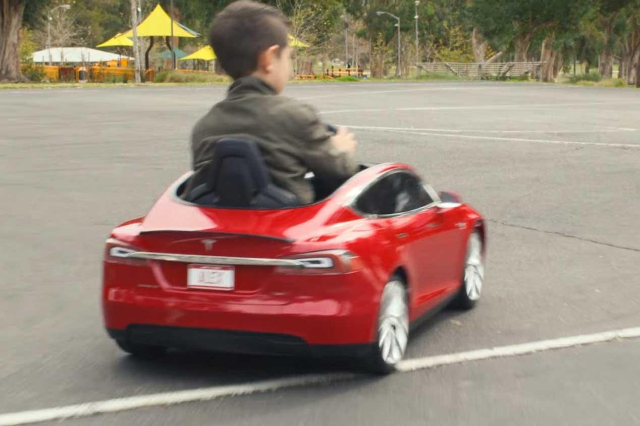 Tesla Model S, todo un juguete para los niños