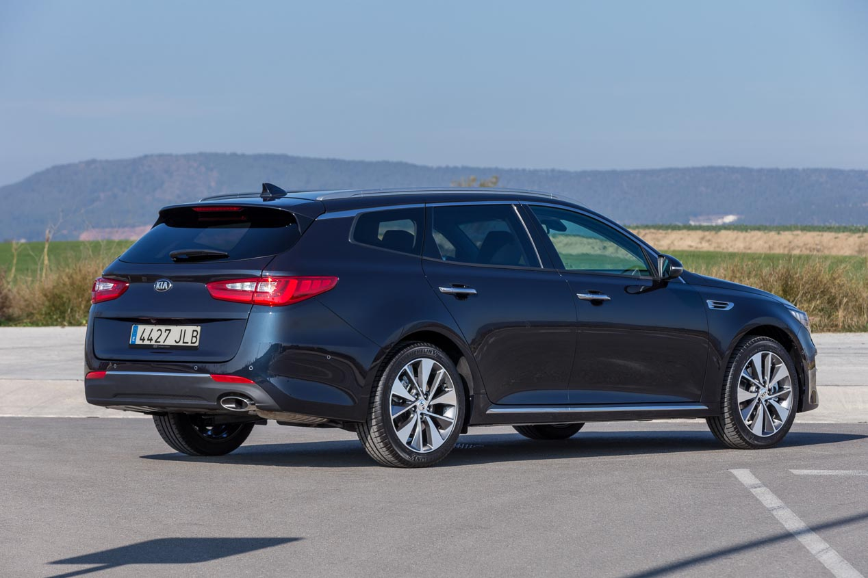 Kia Optima Sportswagon familiar