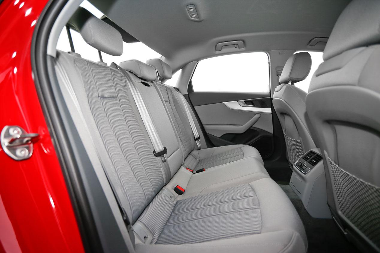 Comparativa: Audi A4 2.0 TFSI Ultra vs Lexus IS 300h, ¿cuál es mejor?