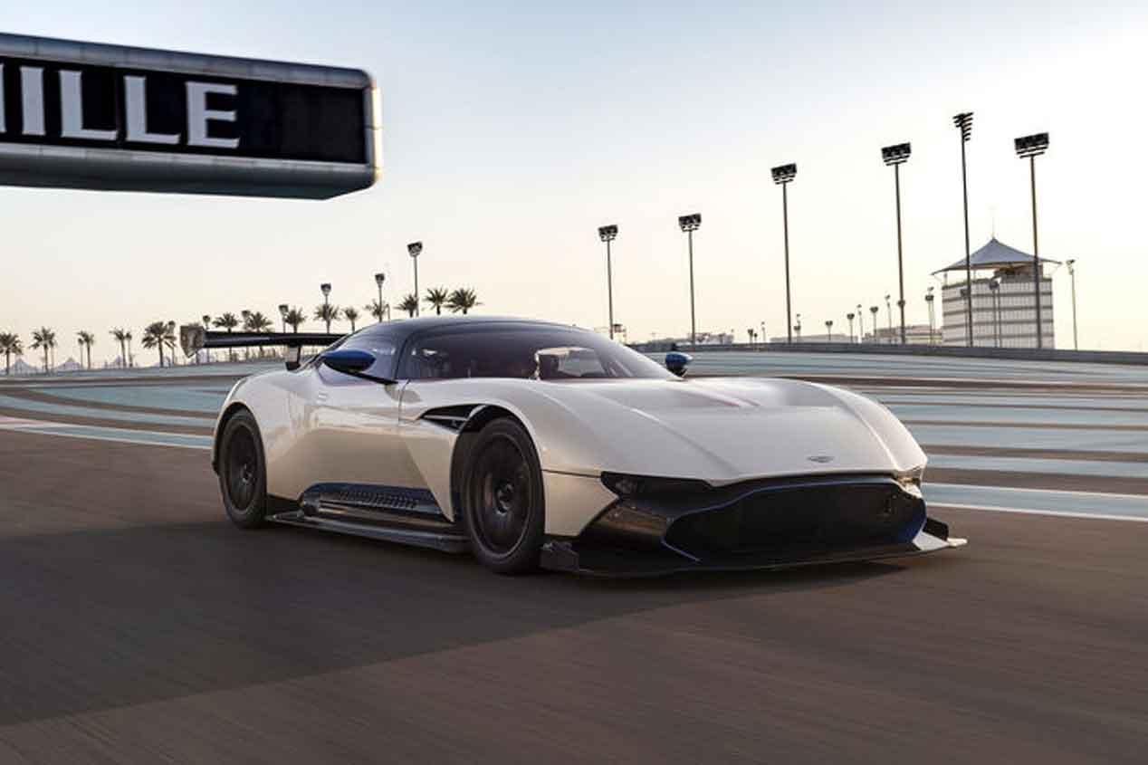 Probamos el Aston Martin Vulcan en el Circuito Yas Marina