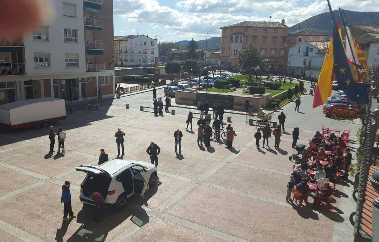 Las imágenes de la llegada del Seat Ateca a su pueblo