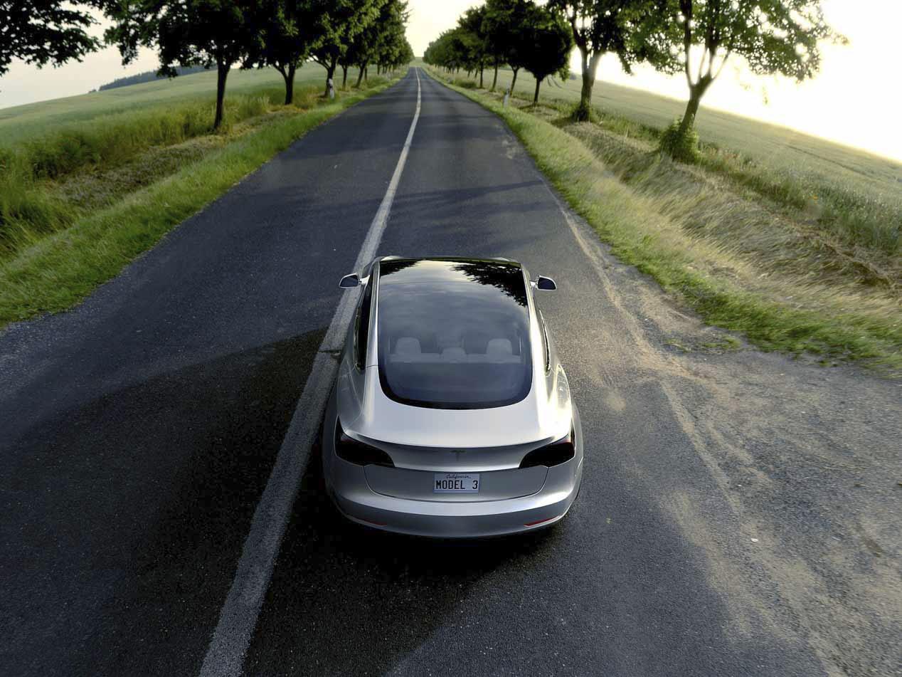 Tesla Model 3 y Lada XRAY: ¿qué tienen en común?