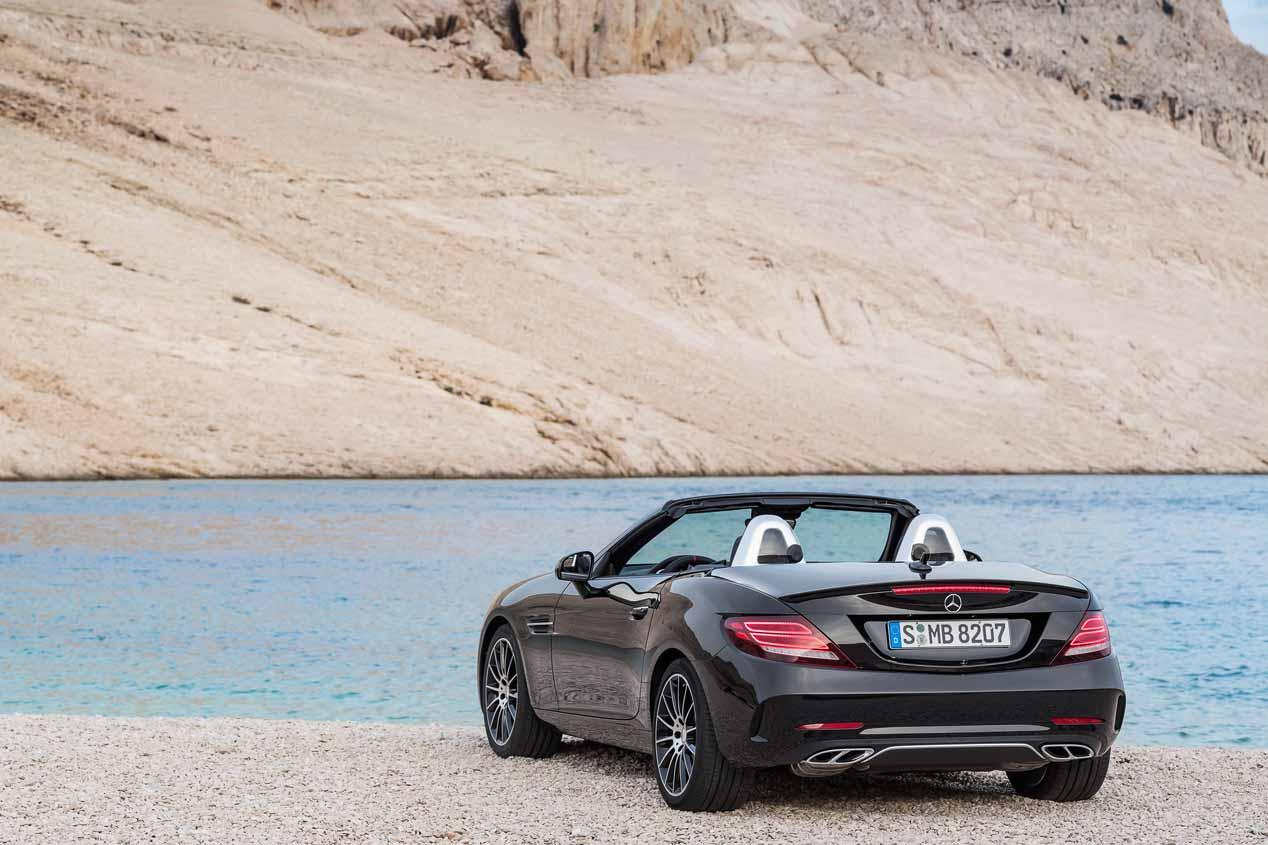 El yate Arrow460-GranTurismo y los descapotables de Mercedes