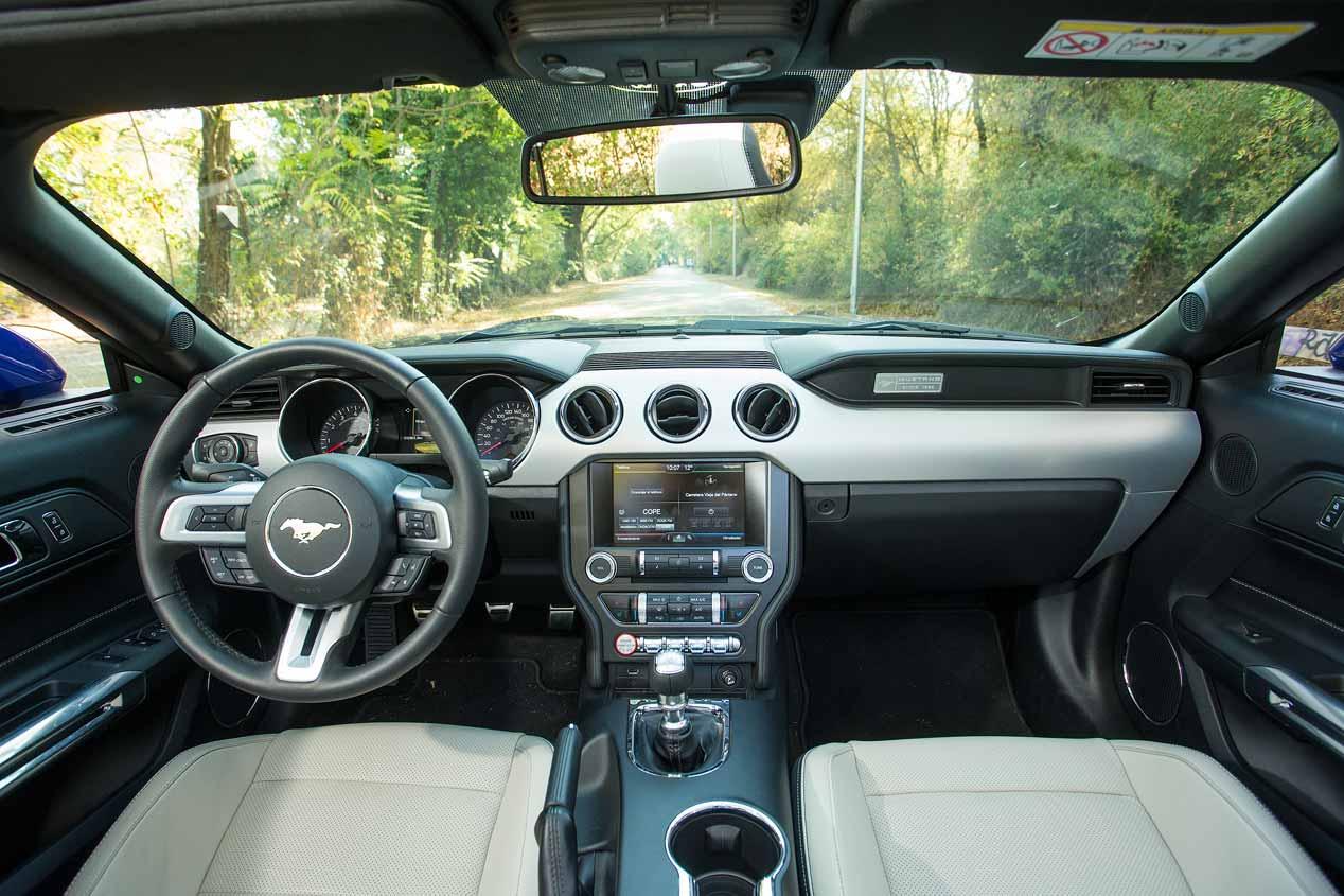Ford Mustang descapotable V8, en imágenes