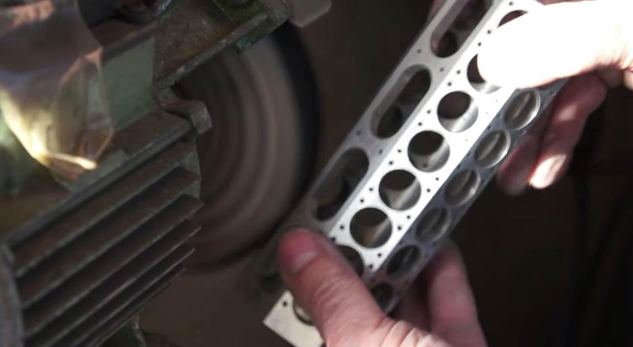 Motores Patelo ya trabaja en una sala de máquinas de un trasatlántico en miniatura