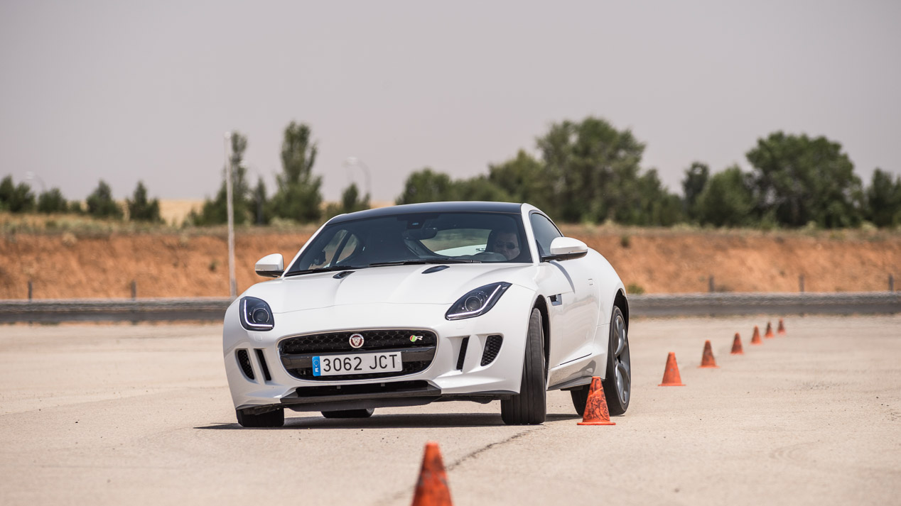 Comparativa: Jaguar F-Type R Coupé vs Mercedes AMG GT S
