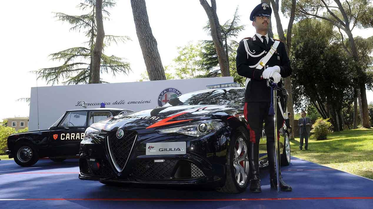 La nueva adquisición de los Carabinieri italianos: Alfa Romeo Giulia Quadrifoglio