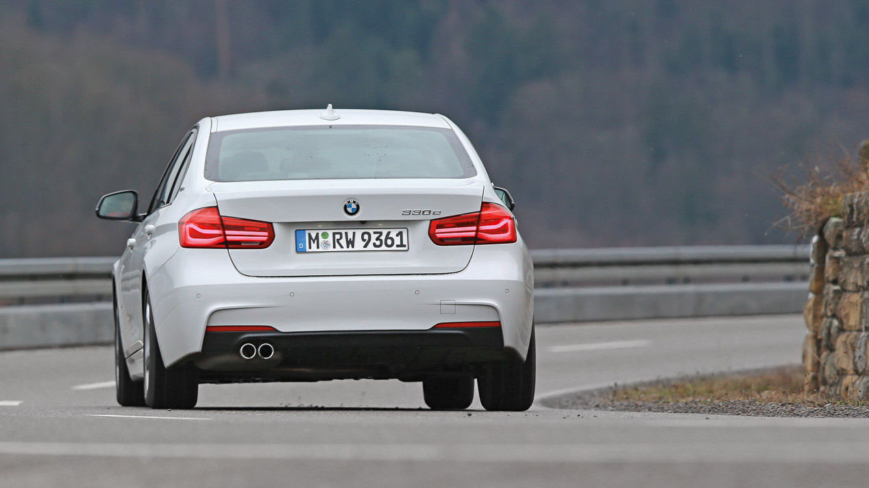 BMW 330e vs Volkswagen Passat GTE