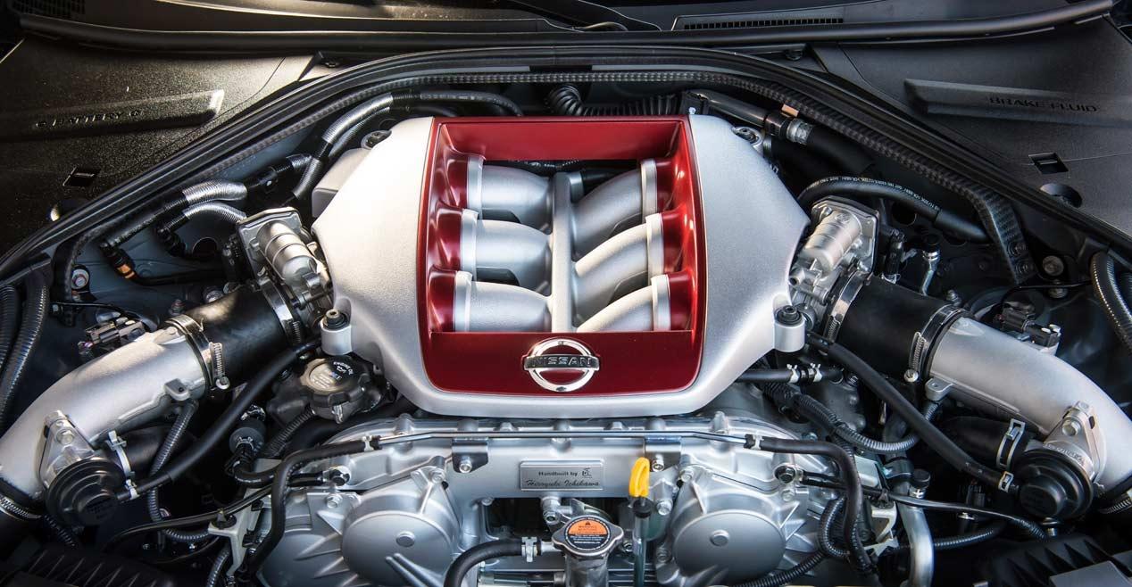 El nuevo Nissan GT-R 2017 que se enfrenta a un drone