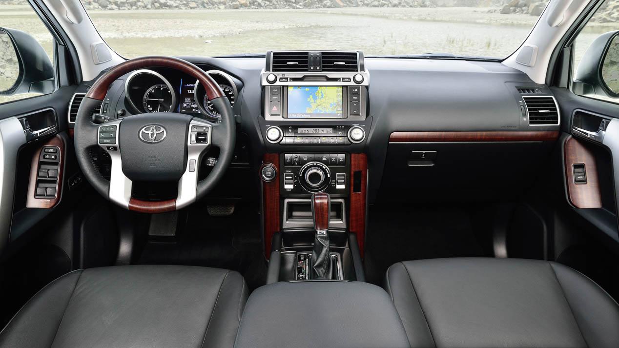 Probamos el Toyota Land Cruiser 180D automático: un tipo muy duro