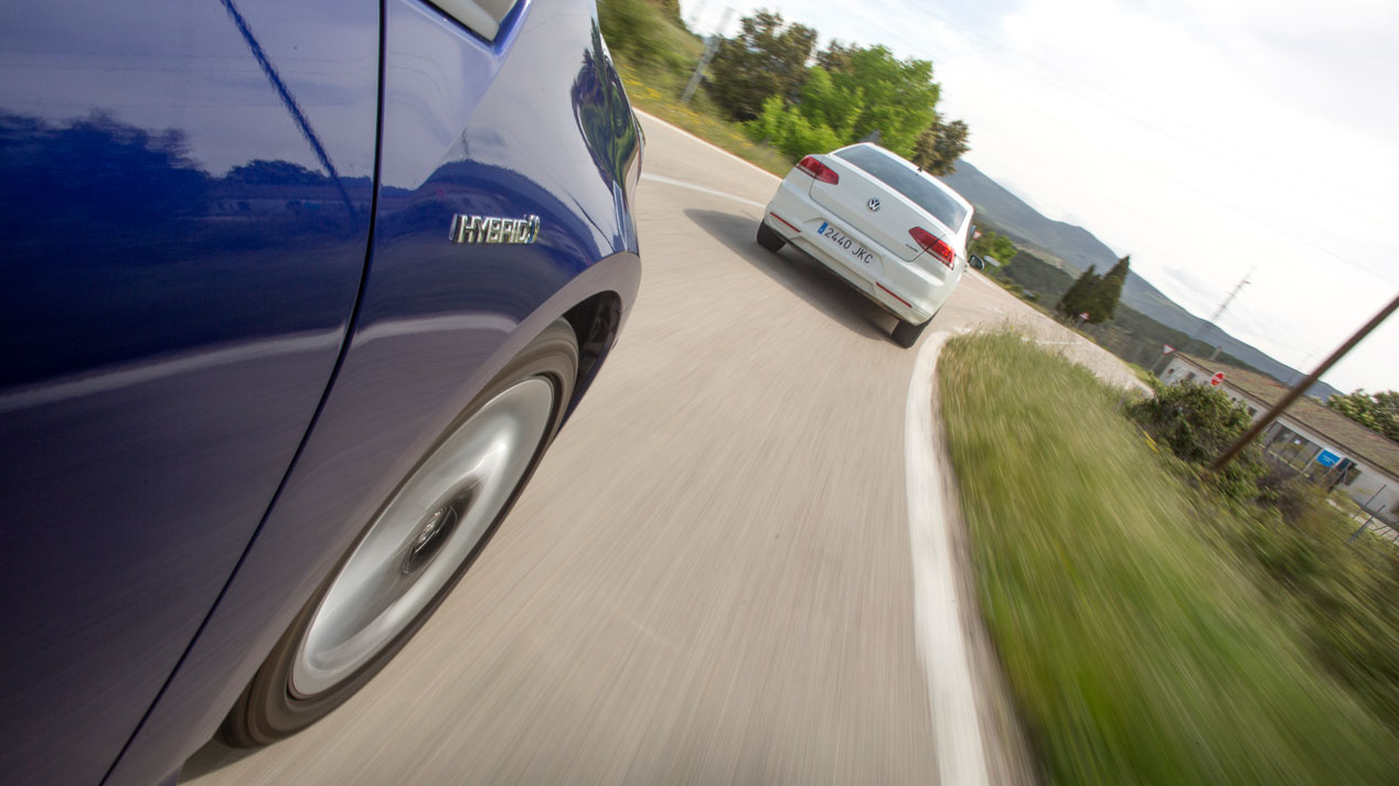 Comparativa: Toyota Prius vs Volkswagen Passat 1.6 TDI BlueMotion