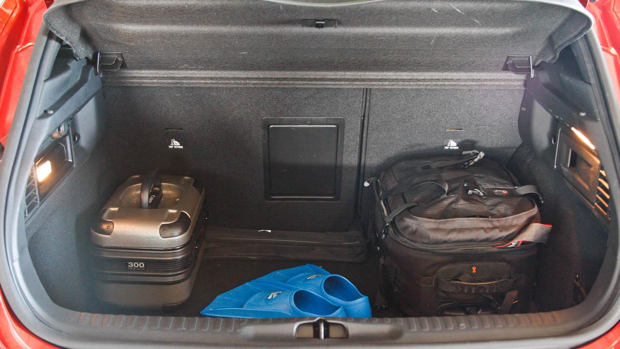 DS 4 Crossback e Infiniti Q30: dos compactos con toques de SUV