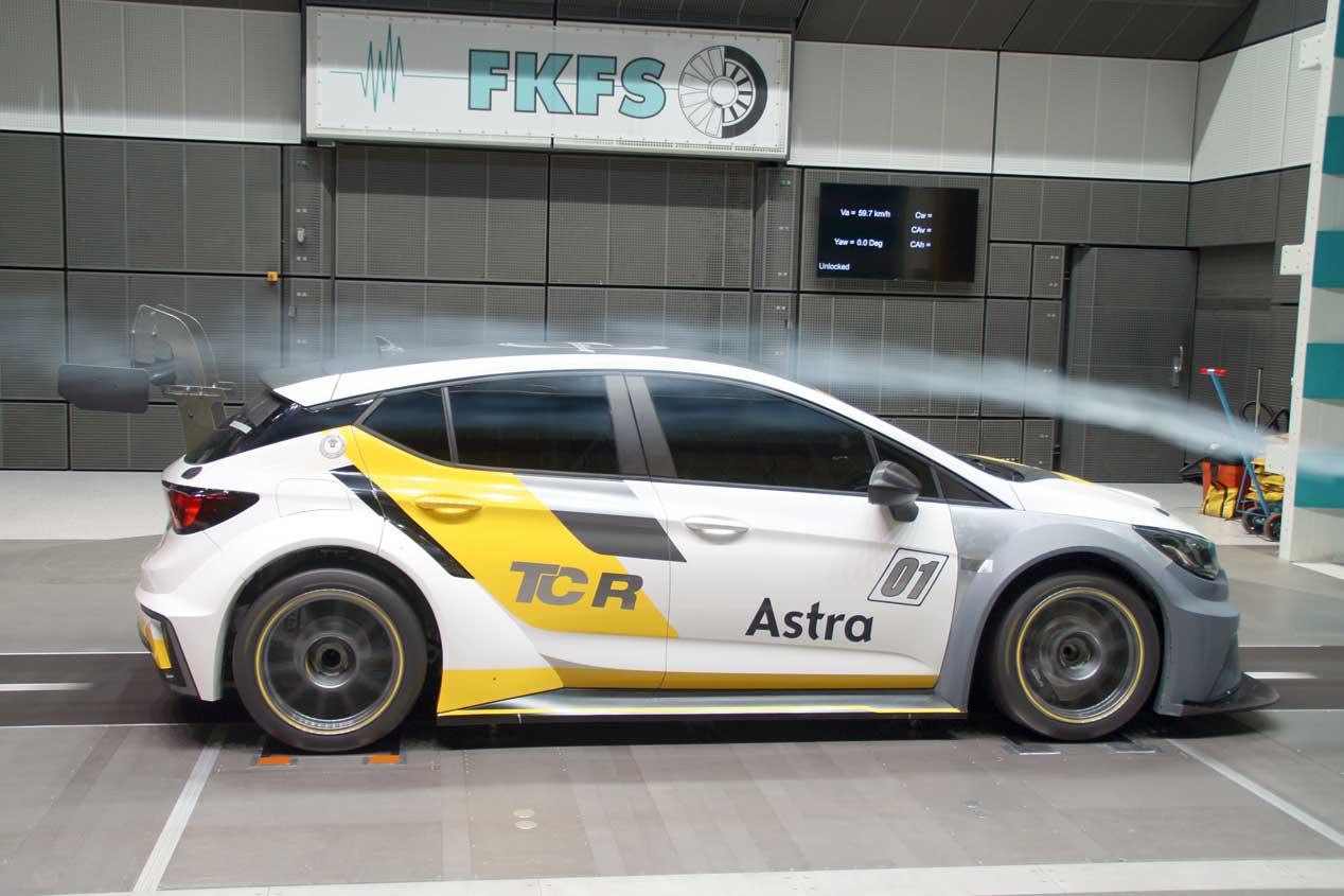 Opel Astra TCR: al volante del Astra más bestia