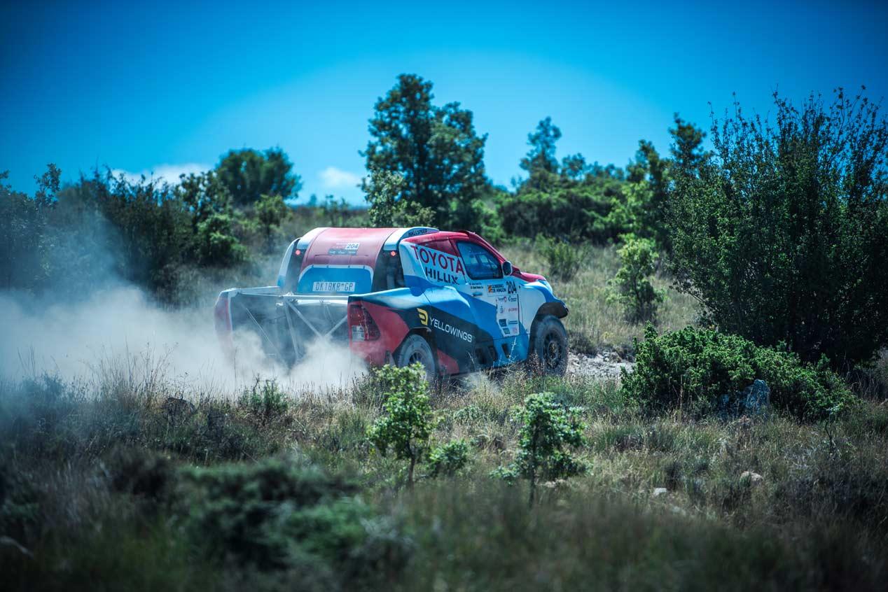 Una vuelta de copiloto en el nuevo Toyota Hilux de Nani Roma