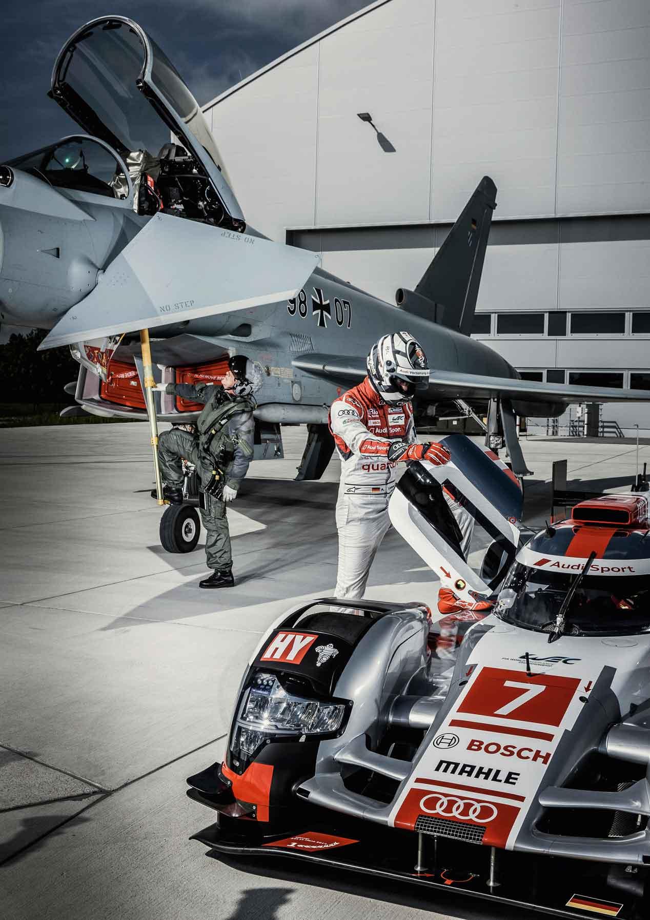 Un jet de combate, cara a cara con un Audi R18 e-tron quattro