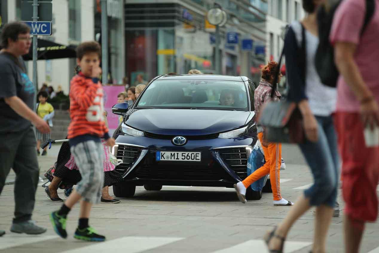 Toyota Mirai, así se conduce un coche de hidrógeno
