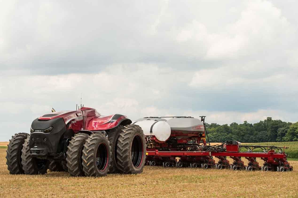 El sueño de todo agricultor: el tractor que conduce y siembra solo