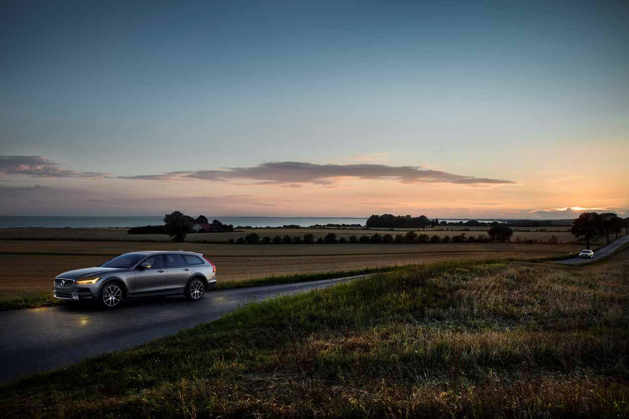 Volvo V90 Cross Country: así es el gran familiar aventurero