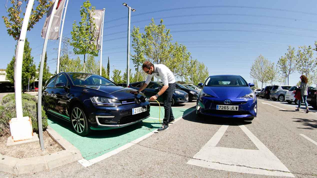 Toyota Prius y Volkswagen Golf GTE, coches para entendidos