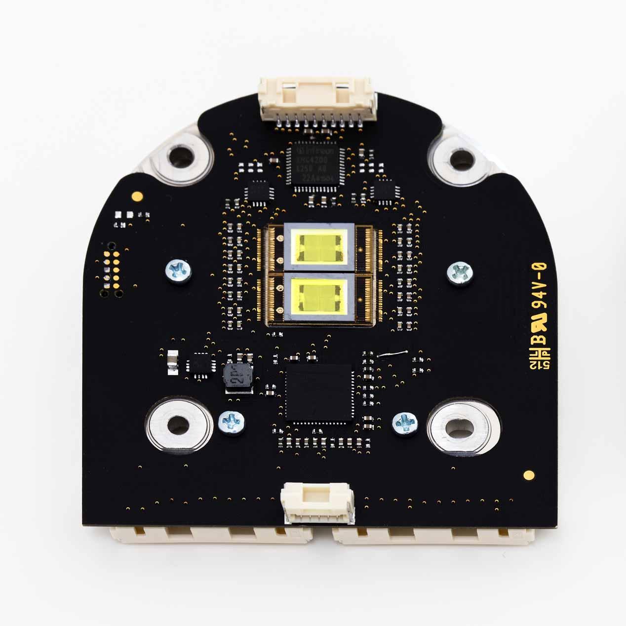 El módulo LED está equipado con una interfase eléctrica y térmica con la electrónica del vehículo.