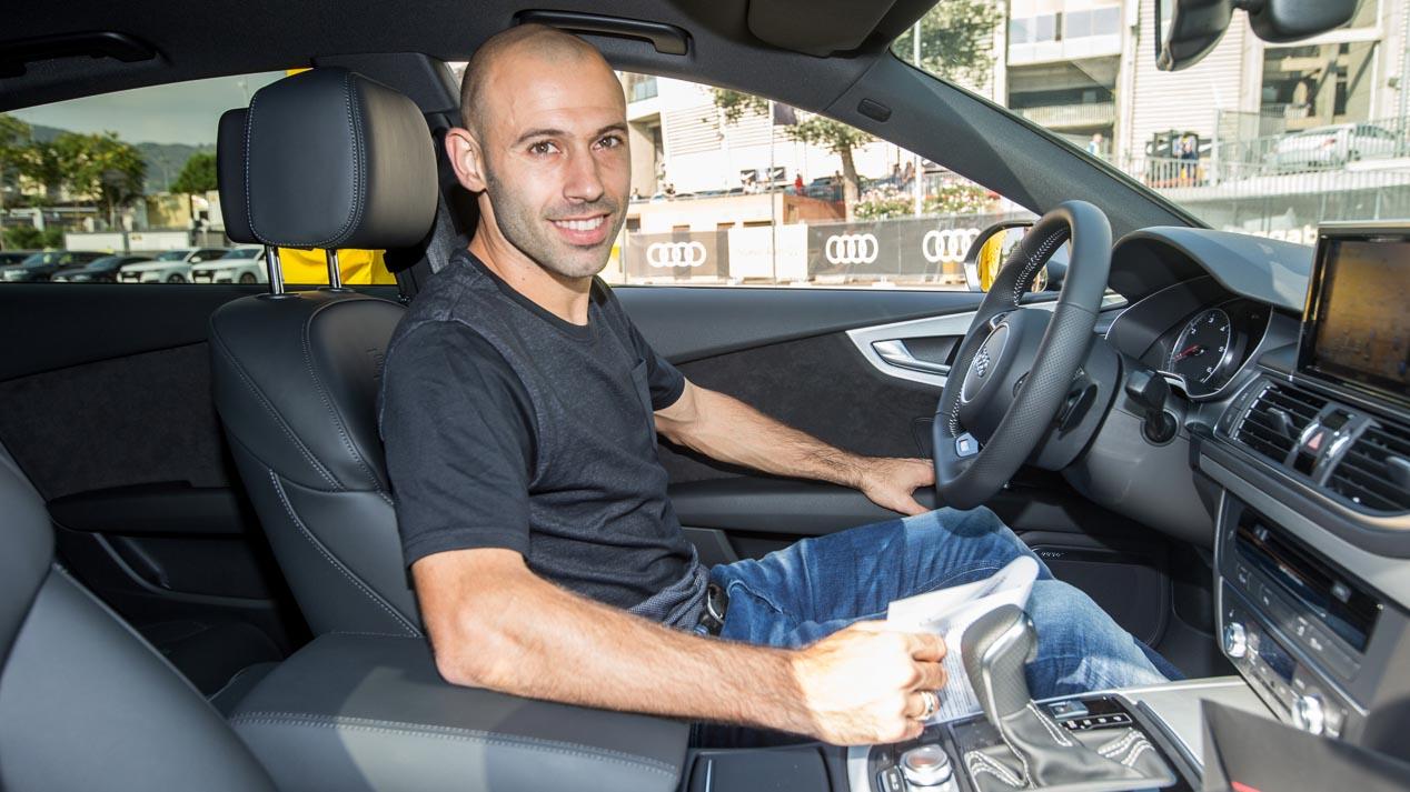 Los futbolistas del Barcelona al volante del nuevo Audi Q2 (imágenes)