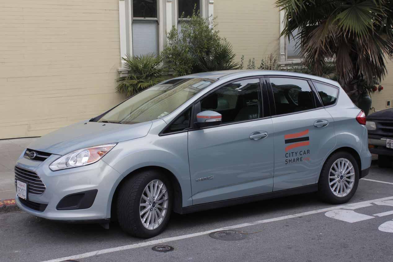 Toyota se asoma al competido mundo del coche compartido en California