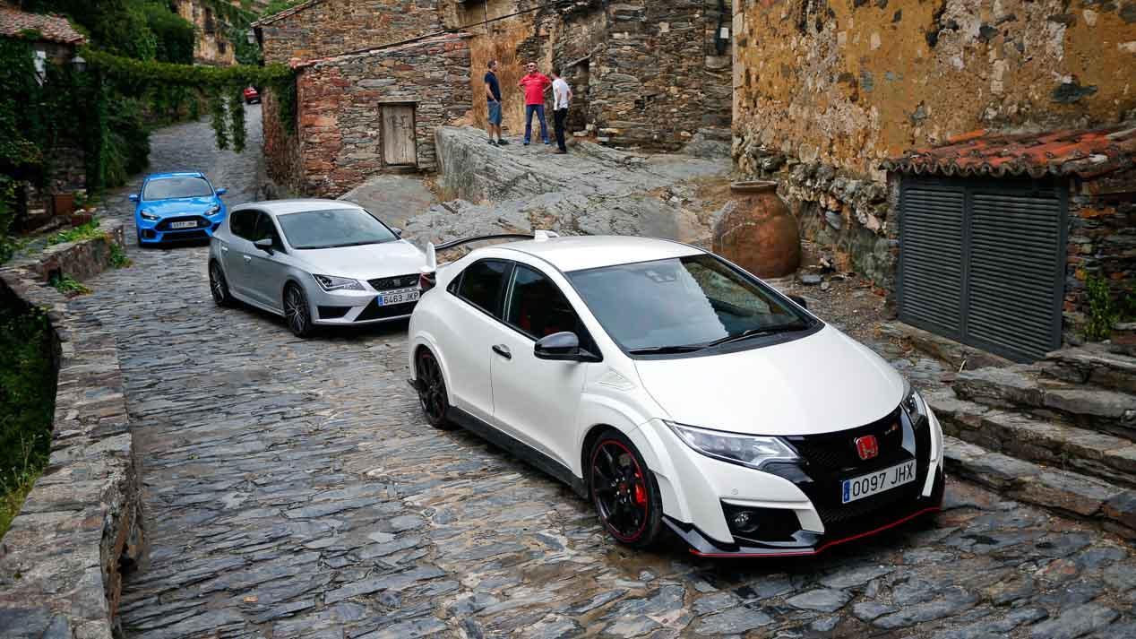 Honda Civic Type R, Ford Focus RS y Seat León Cupra, ¿cuál es el mejor deportivo?