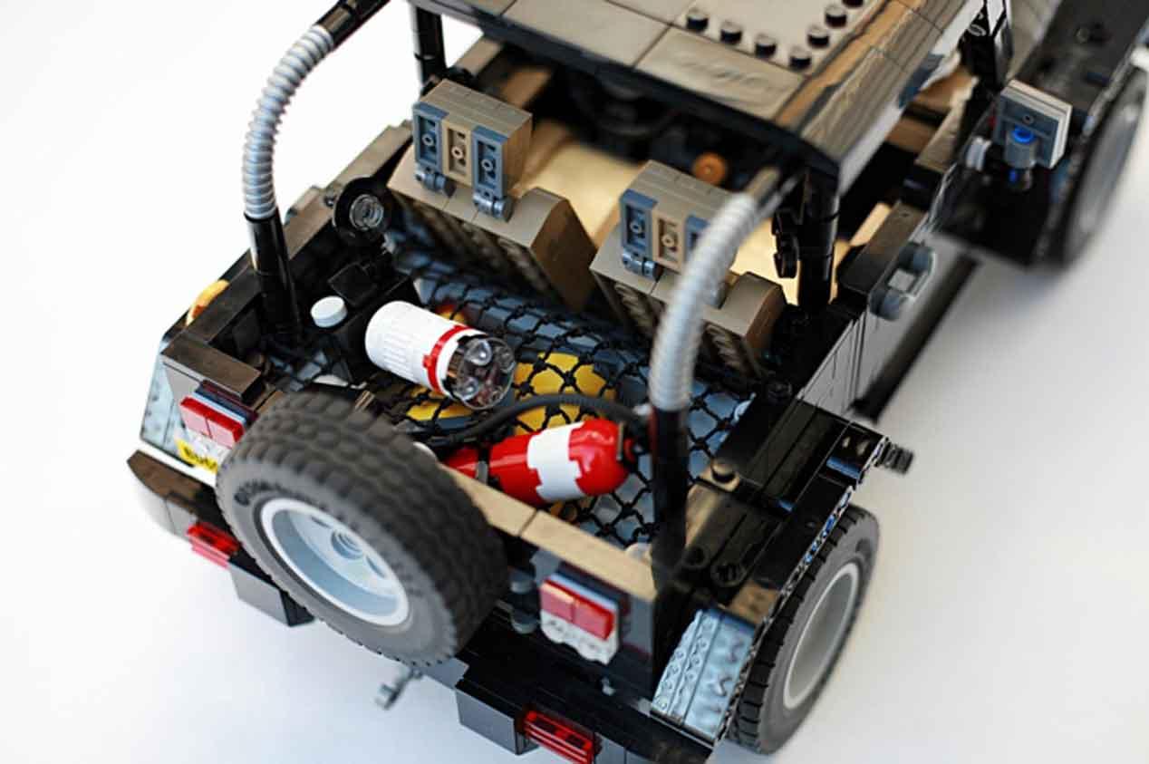 Un Land Rover Discovery 3 y un Jeep Wrangler Rubicon hechos con piezas de lego