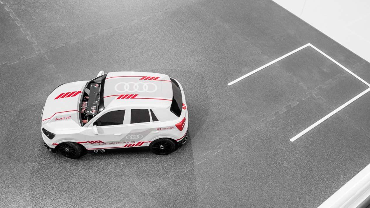 Así es el Audi Q2 inteligente que aprende a aparcar solo