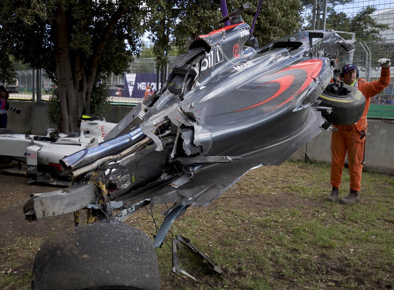 La FIA prueba el 'halo' tras el accidente de Alonso