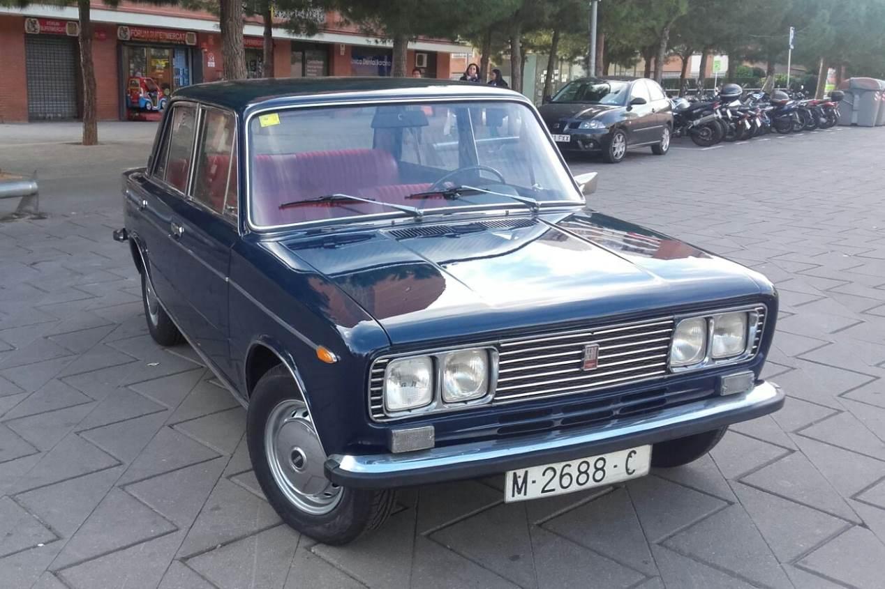 Subastan uno de los primeros coches de Julio Iglesias